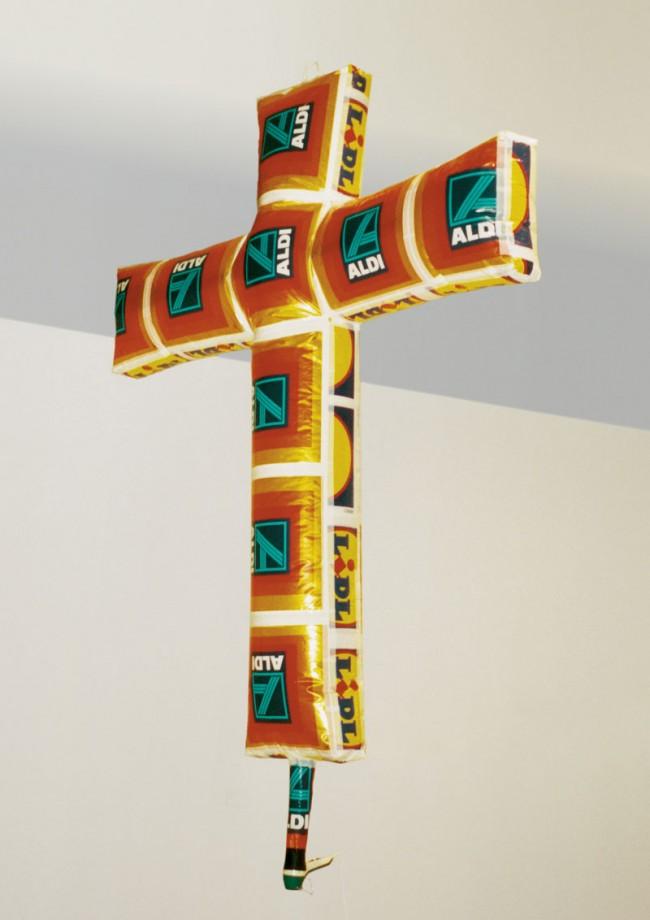 Iskender Yediler, ALDIPLUSLIDL, 1998, Einkaufstüten geklebt, Fön, 260cm x 230cm x 45cm, Sammlung Heidrun und Axel Zwach, Foto: Iskender Yediler