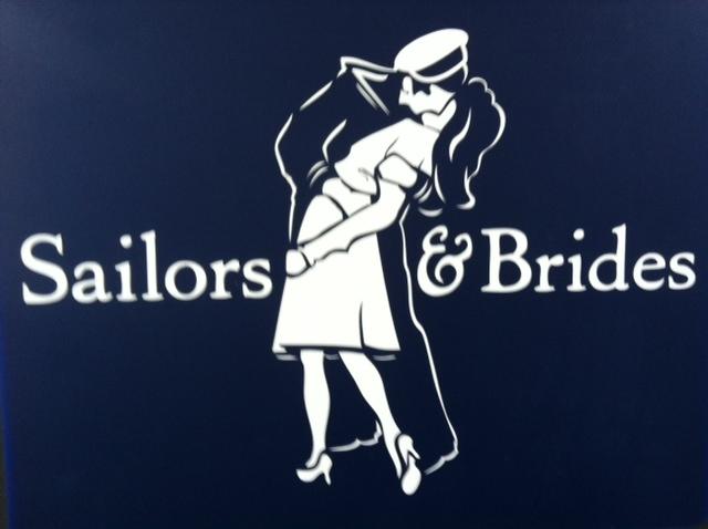 Das Label setzt auf ein romantisches Logo - und Livemodelle in Sailors&Brides-Optik