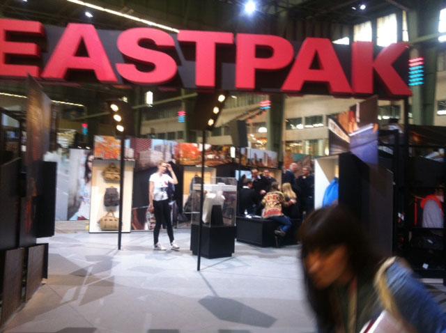 Eastpak läd in die Metropole, zusammengesetzt aus Filmen und Fotos