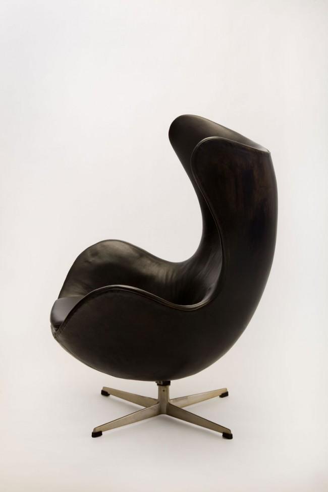 Arne Jacobsen, Sessel mit Hocker, Mod. 3316 'Ei', 1958, Fritz Hansen, Allerød (DK)