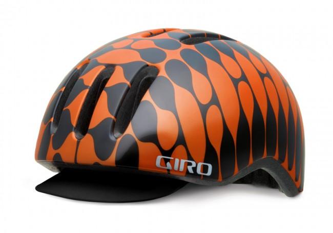 West Banjo Playbill als grafisches Muster auf einem Helm für Giro.