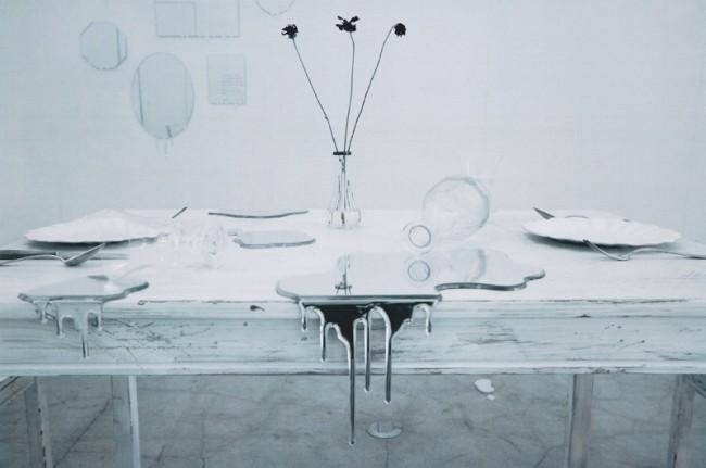Die junge Art Directorin Rikako Nagashima von der Agentur Hakuhodo und der Kunsthandwerker Hideto Hyodo haben Spiegel aus Acryl entworfen, die wie Wasserflächen anmuten, viel Aufsehen in der japanischen Designszene erregt haben und nun mit dem Preis des Tokyo ADC ausgezeichnet wurden. Der japanische Name »Mizukagami« bedeutet übersetzt »Wasserspiegel«.