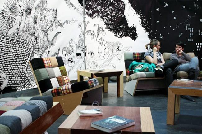 Die Paradise Lounge, Rauminstallation mit Illustrationen aus dem Buch »Bessere Zukunft?«