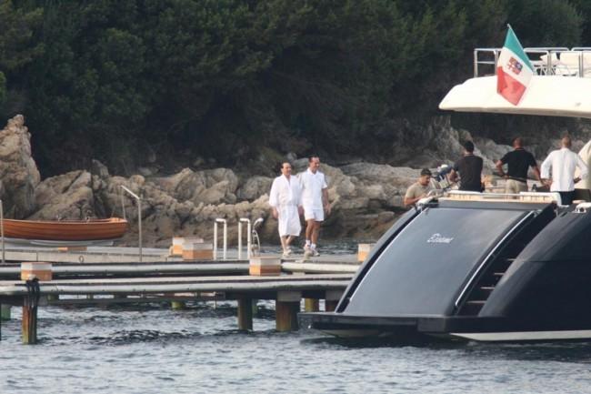 Armin Linke otosequenz Silvio Berlusconi (in collaboration with Corrado Calvo)The Paparazzi Project, 2012
