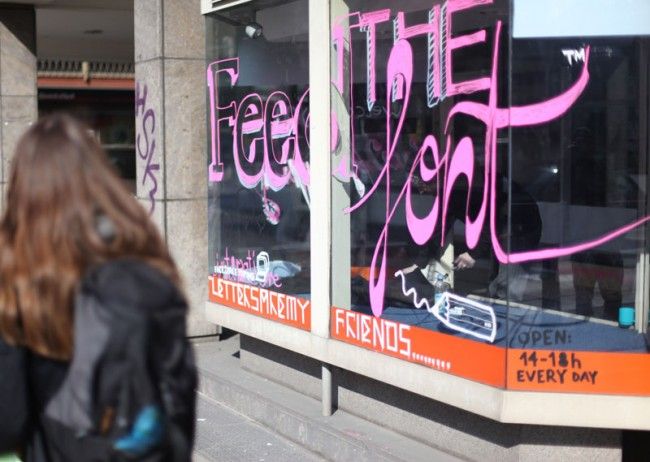 Letters Are My Friends' Artist in Residency 2011 / Utopia Parkway, Stuttgart, Bärbel Bold & Ingo Italic beim interaktiven kreieren ihrer Schrift JaneFonda.ttf