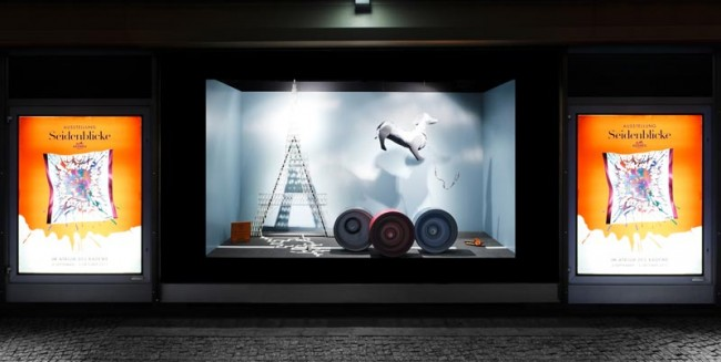Hermès-Schaufenster im KaDeWe, gestaltet von Sarah Illenberger