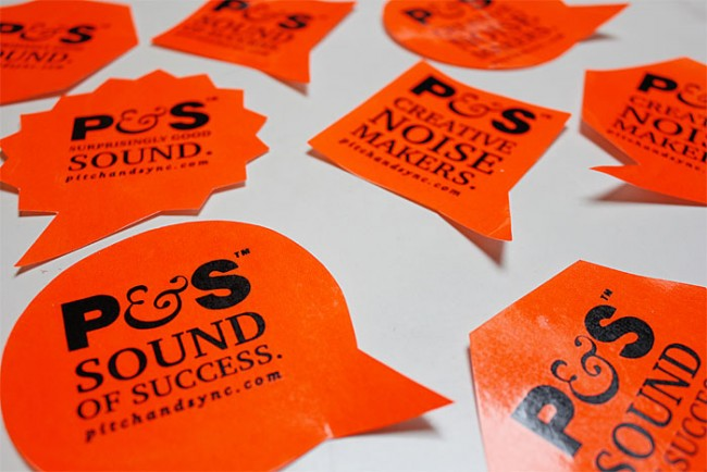 Mini Soundmodule hinter Sticker   | Soundsticker (Wettbewerb D&AD)