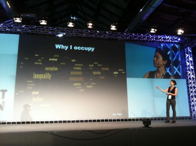Sasha Costanza-Chock und Christine Schweidler zeigen Statistik »Why I Occupy«