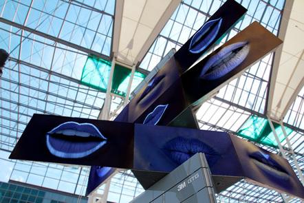 Meta-Twist-Tower am Terminal 2 in München