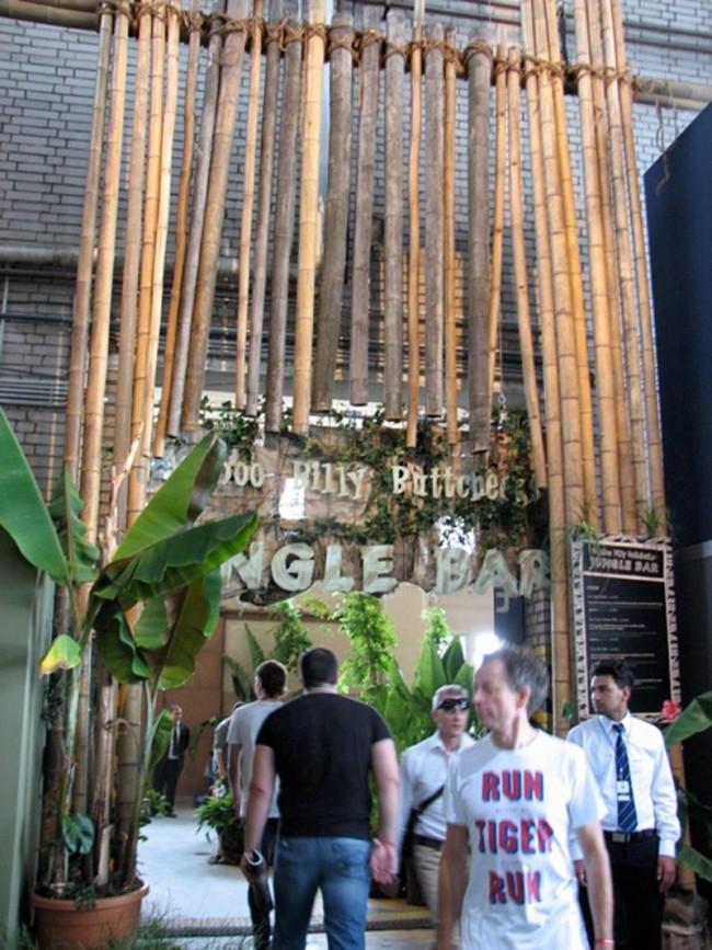 Café im Dschungel-Stil