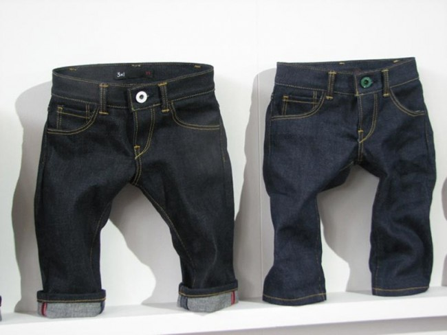 Mini Jeans-Sample bei 3x1 im Denim Temple