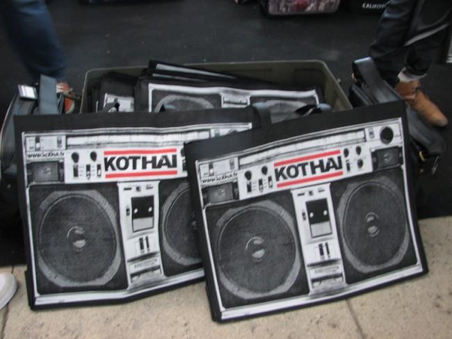 Ghettoblaster zum Umhängen von Kothai