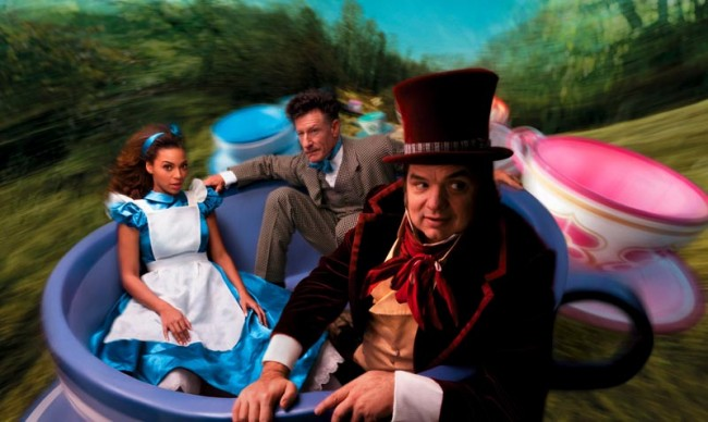 Beyonce als Alice im Wunderland neben Oliver Platt und Lyle Lovett