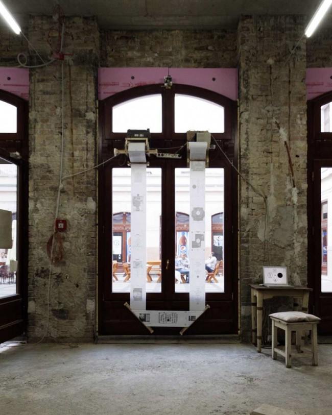 Installation der Fax Faxen Maschine zur Echtzeitdokumentation des einmonatigen Ausstellungsprojektes »Szobart« Budapest