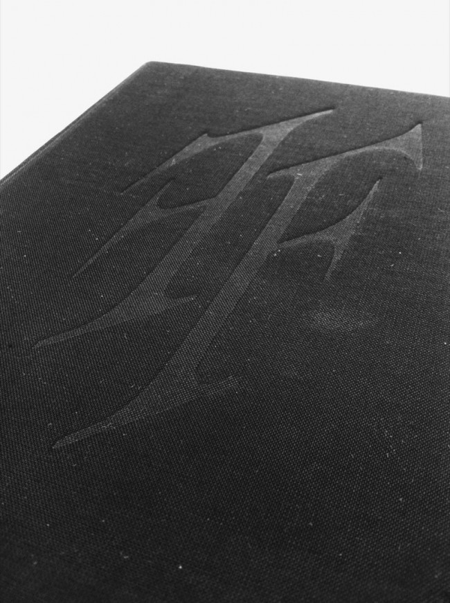 Buchprojekt »Fax Faxen« herausgegeben bei Zirka Books, gedruckt auf Thermopapier, gebunden mit einer japanischen Bindung und einem geprägten Hardcover