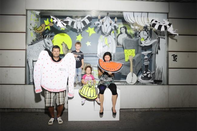 """»Schöne Grüße aus der Ottakringer Straße""""«, Illustration, Foto und Aktion. Gemeinschaftsprojekt von dasviadukt, Wien, September 2011"""