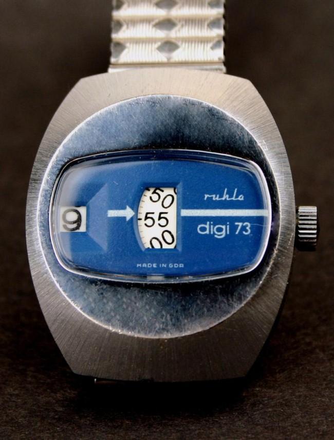 mechanische Herrenarmbanduhr ruhla digi 73, Hersteller VEB Uhrenkombinat Ruhla, 1973, Werksentwurf