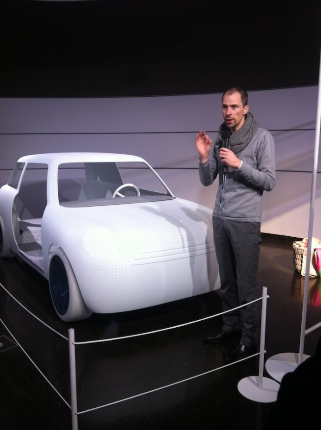 Mini-Chefdesigner Anders Warming stellt das Projekt Color One vor, das die Marke gemeinsam mit Scholten & Baijings umgesetzt hat (zu sehen in einer temporären Ausstellung im BMW Museum)