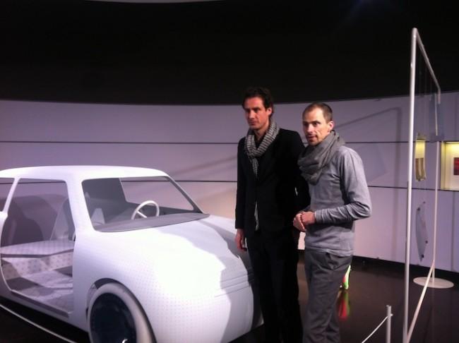 Stefan Scholten und Anders Warming vor dem Konzept-Mini von Scholten & Baijings