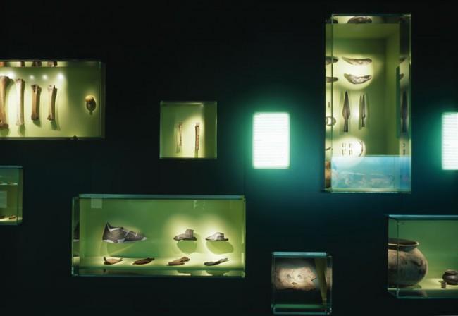 Archäologische Funde im Akzentlicht, Dauerausstellung im Ostfriesischen Landesmuseum  Foto: Roland Halbe