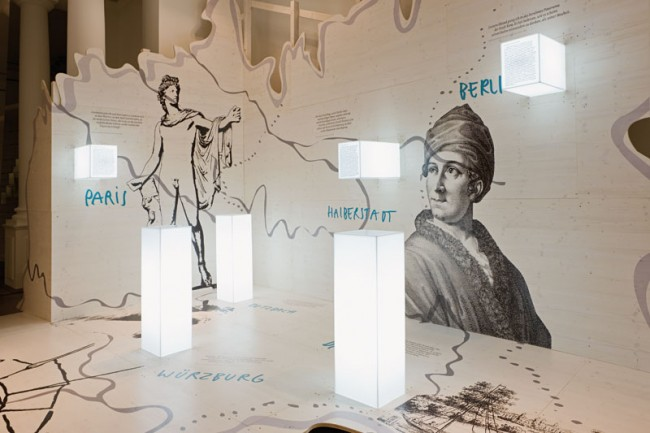 Begehbare Landkarte mit leuchtenden Textstelen, Sonderausstellung »Kleist – Krise und Experiment«  Foto: Ali Gandtschi