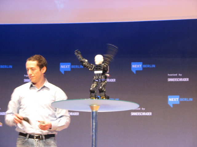 Tanzender Roboter von Limor Schweitzer (Robosavvy)