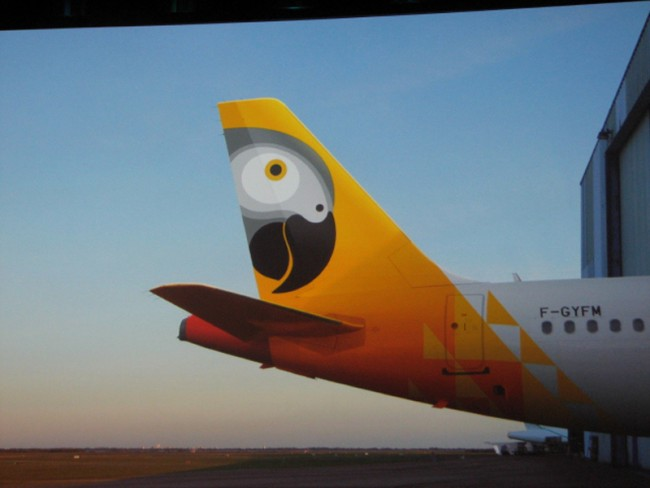 Identity für die afrikanische Fluglinie FastJet von Simon Manchipp von SomeOne