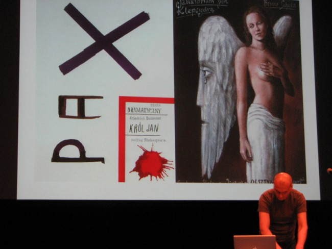 Plakatkunst von Grzegorz Laszuk, präsentiert in seiner Performance