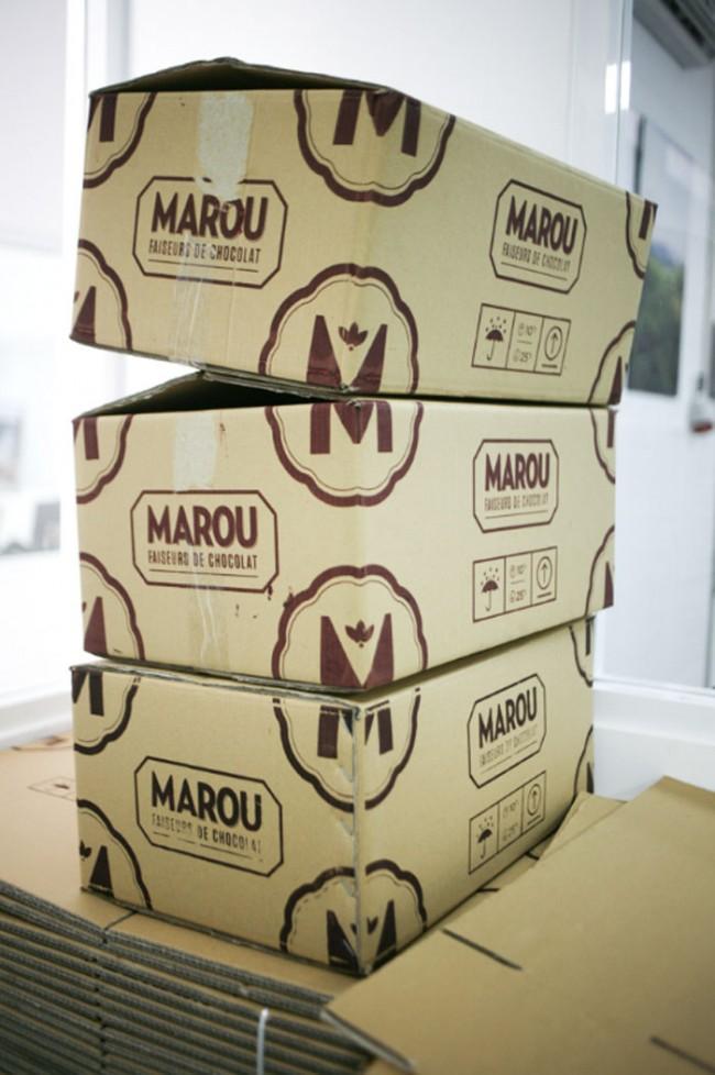 Das aufstrebende Studio Rice Creative gestaltet sinnliche und sehr umfassende Markenauftritte. Ein großer Wurf ist das Markenimage für Marou, eine edle Manufaktur, in der zwei Franzosen Schokolade hauptsächlich für den Export herstellen lassen. Gekonnt spielt Rice mit hier Anklängen an das koloniale Indochina