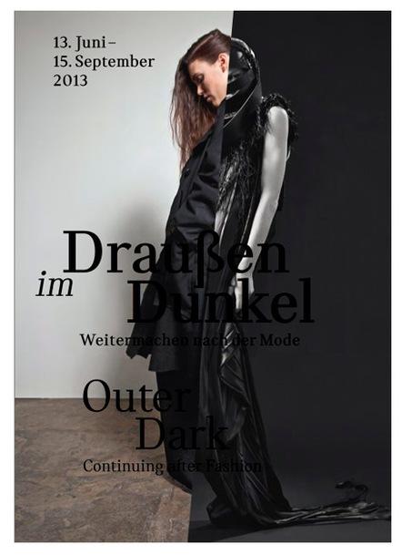 content_size_julia_heuse_draussen_im_dunkel_Ausstellung_frankfurt_1