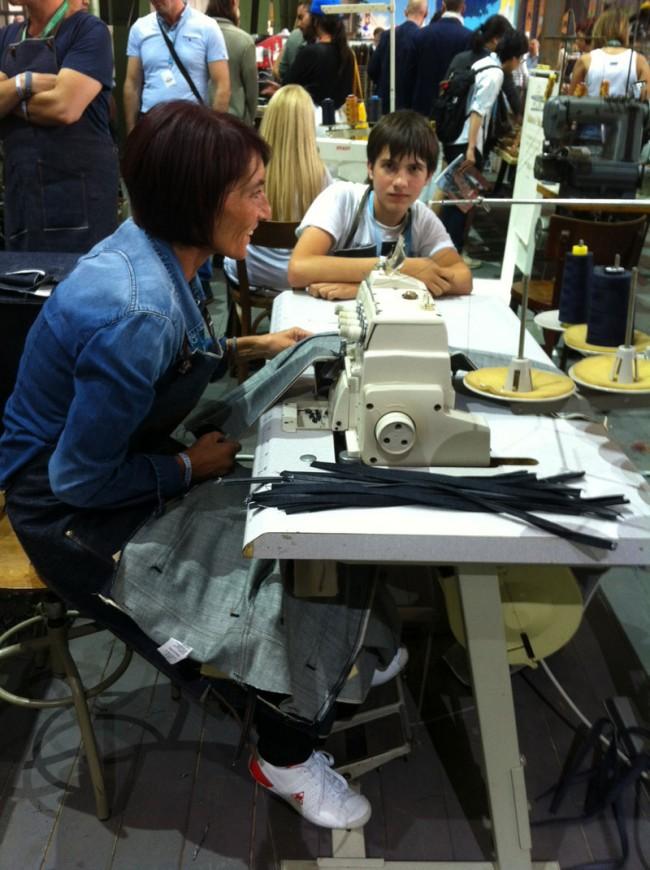 Das italienische Jeans-Label Candiana bietet personalisierte, Hand genähte Jeans für 90 Euro, die gespendet werden