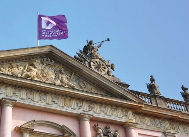 Deutsches Historisches Museum, Fahne