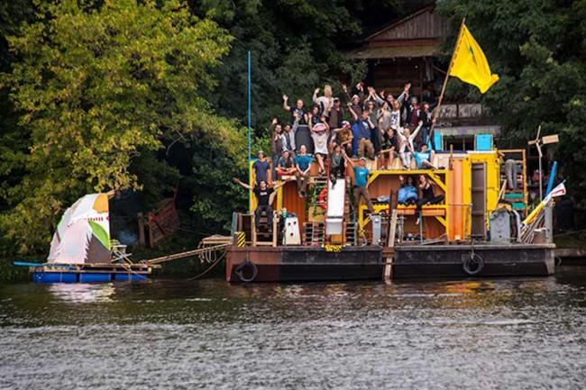 Schwimmende Ausstellung »Young Energies« Kollaboration mit Studio Urban Catalyst und Mellowpark Berlin