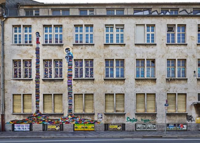 Tinho Frankfurt am Main, 2013 Teil der Fassade des Alten Polizeirpräsidiums in der Friedrich-Ebert-Anlage 5-11 © Schirn Kunsthalle Frankfurt 2013, Foto: Norbert Miguletz