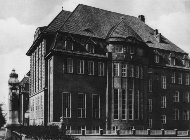 Der Fritz Schumacher-Bau am Lerchenfeld um 1913; Foto: Archiv der HFBK