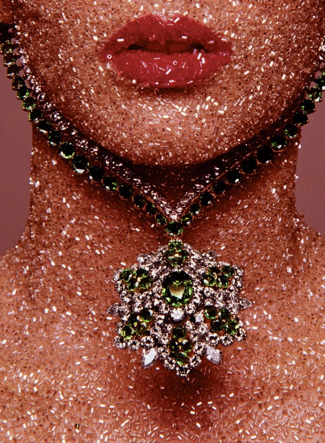 Vogue Paris – Dezember 1969. Schmuck: Van Cleef & Arpels. Make-up: Serge Lutens