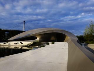 Porsche Pavillon – Räumliche-mediale Inszenierung | ADAM AWARD 2013 | Kategorie: Markenwelten | Kunde: Dr. Ing. h.c. F. Porsche AG / Autostadt GmbH