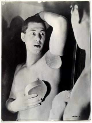 Künstler: Herbert Bayer | Titel: Selbstportrait | Datierung: 1932 | Material/Technik: Silbergelatinepapier, Fotografie der Original‐Fotomontage | Bildnachweis: Bauhaus‐Archiv Berlin