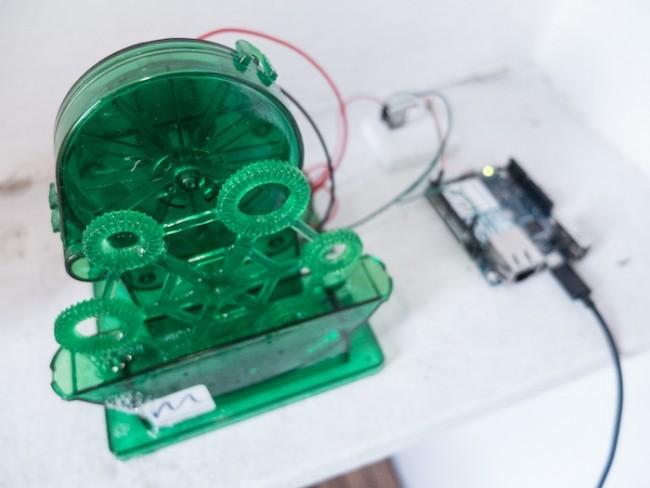 Seifenblasen für einen Foursquear-Checkin: Seifenblasenmaschine von Makingthingshappen