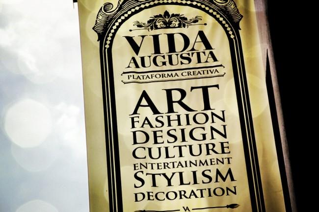 Letzter Job: Eingangsflagge der Galerie Vida Augusta in Kolumbien