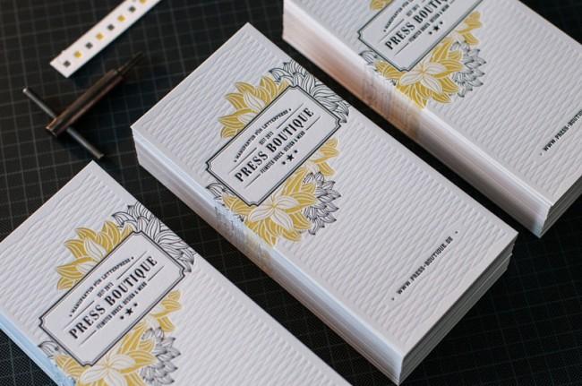 Elegante Karten mit Druck und Prägung zur Eröffnung der Press Boutique