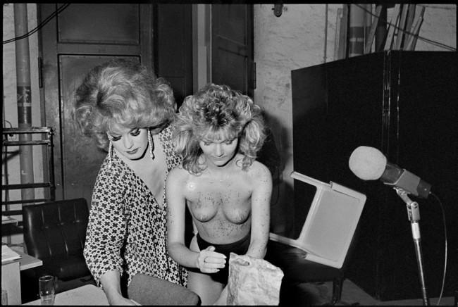 Ute Mahler Erotik-Show, Stadthalle Karl-Marx-Stadt, heutiges Chemnitz, 1988. Aus der Serie »Erotikprogramm«