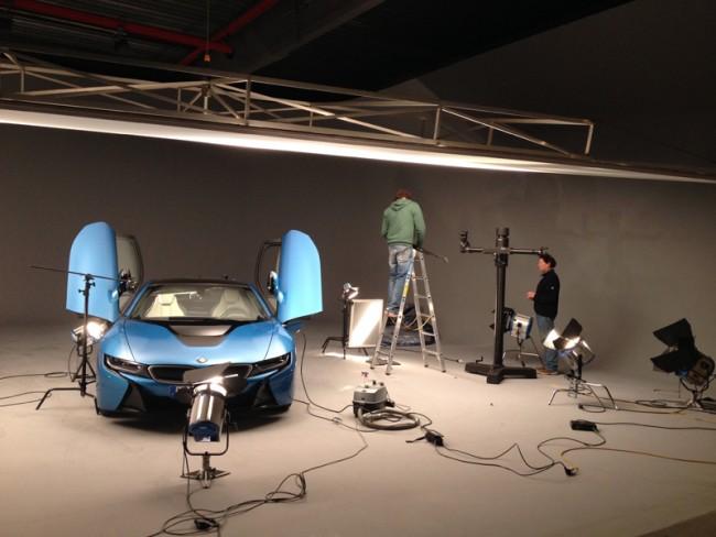 BMW i | Alle paar Jahrhunderte mal erfindet sich ein Automobilkonzern neu. Was geschieht, wenn es geschieht? In aufrichtiger Ehrfurcht vor der Ingenieursleistung hat die Kommunikation das Revolutionäre in die Realität zu holen. Also das Ufo landen zu lassen.