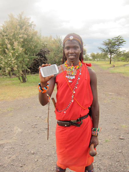 content_size_SZ_140423_DOTY2014_A-Maasai-man-in-Kenya-with-the-Peek-smartphone-tool-Image-courtesy-of-Peek