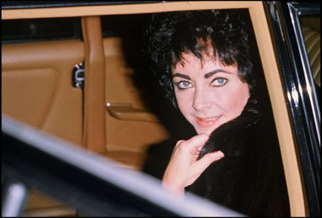 Daniel Angeli, Elizabeth Taylor à Gstaad, 24. Dezember 1979, Chromogendruck 20 x 30 cm