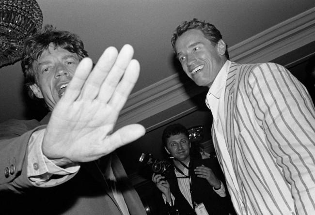 Jean Pigozzi, Mick Jagger et Arnold Schwarzenegger, Hôtel du Cap, Antibes, 1990 Silbergelatineabzug 27,9 x 35,6 cm