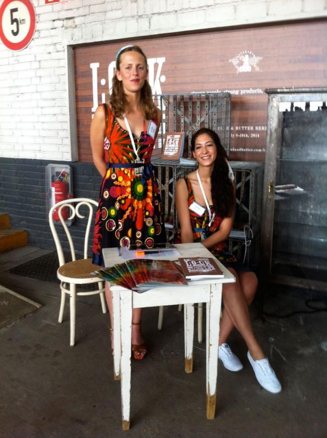 Messehostessen im Bahia-Look