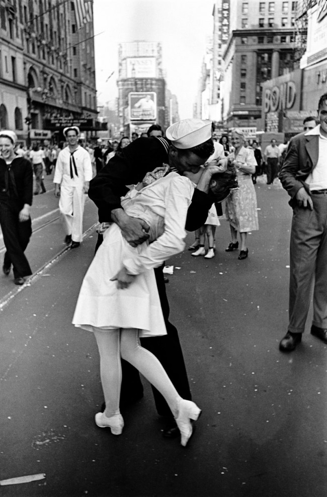 Alfred Eisenstaedt: VJ Day, Times Square, NY, 14. August 1945