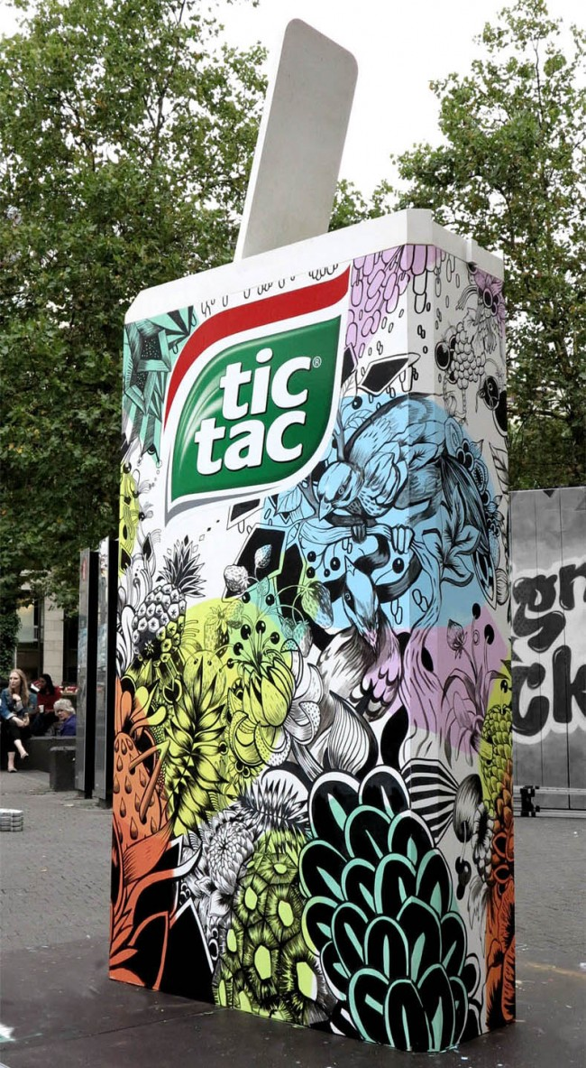 Tic Tac – Live drawing on giant package