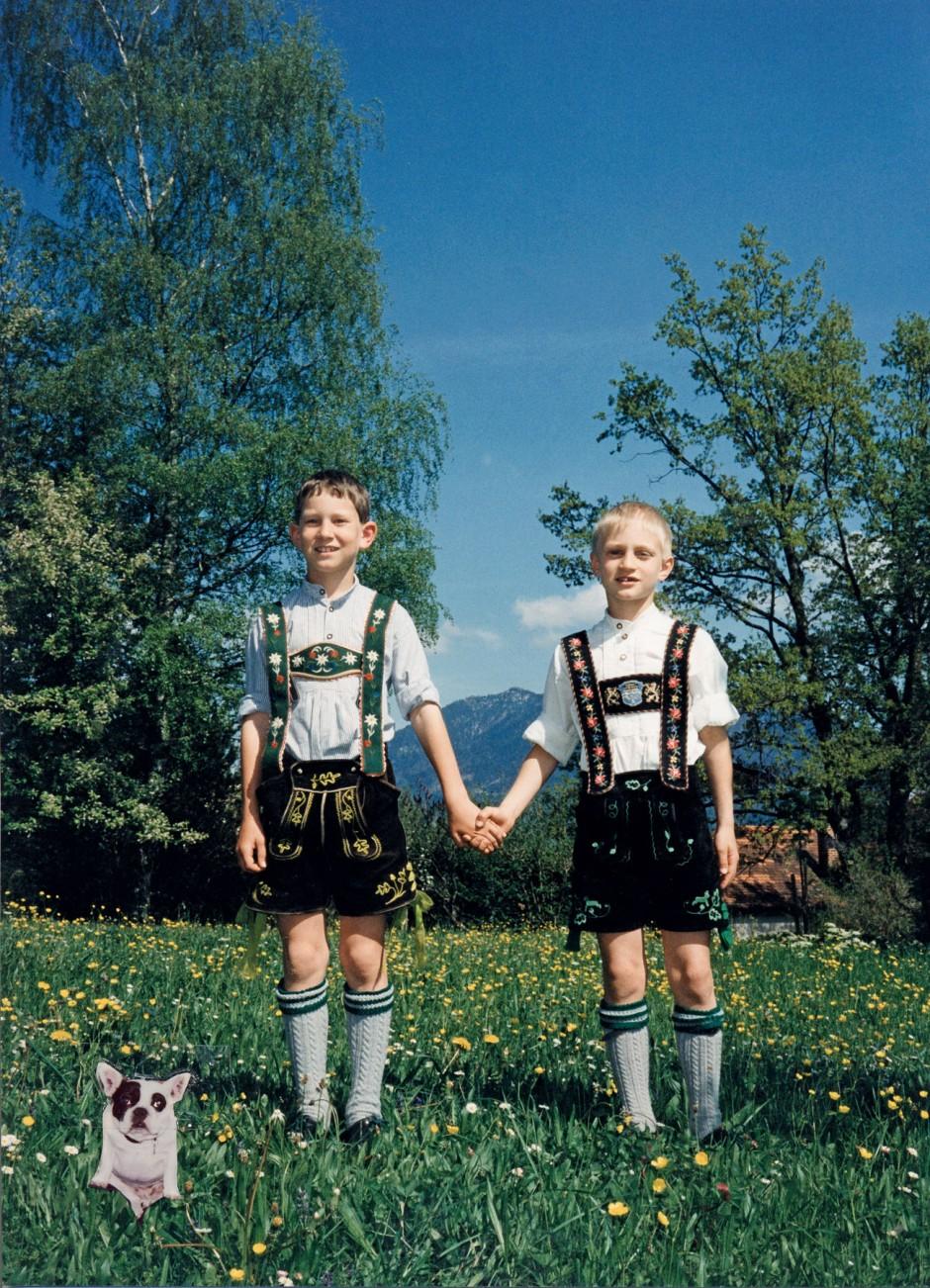 Vorm Berghain mit Hund 2001